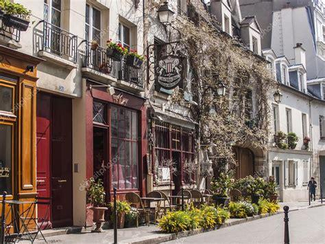 París, Francia, el 25 de marzo de 2011. Paisaje típico de ...