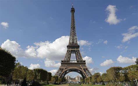 Paris : la tour Eiffel en fête pour ses 300 millions de ...