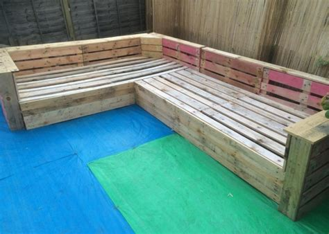 Patio Garden Corner Seating with Pallets | Pallet Ideas