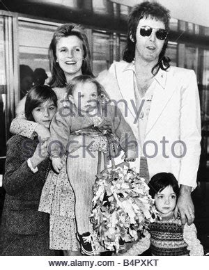 Paul and Linda McCartney with children Heather and Mary at ...