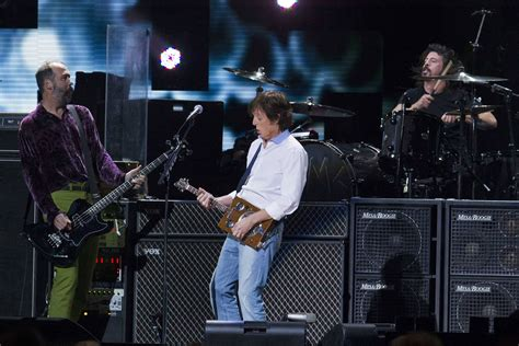 Paul McCartney live at 121212: The Concert For Sandy ...