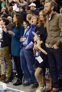 Paul McCartney takes daughter Stella and family out to a ...