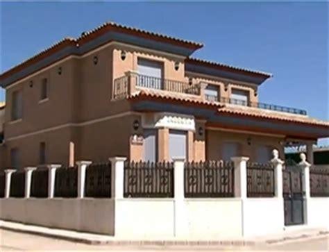Pequena cidade espanhola e avô de Andrés Iniesta se rendem ...