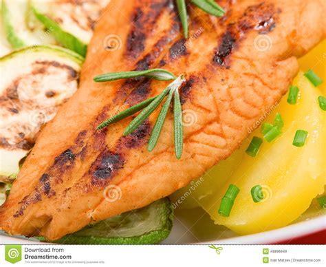 Pescado Blanco Cocido Con El Zumo De Naranja Imagen de ...