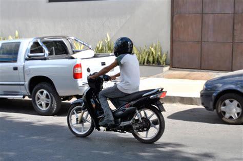 Piloto de  cinquentinha  sem carteira será multado em R ...