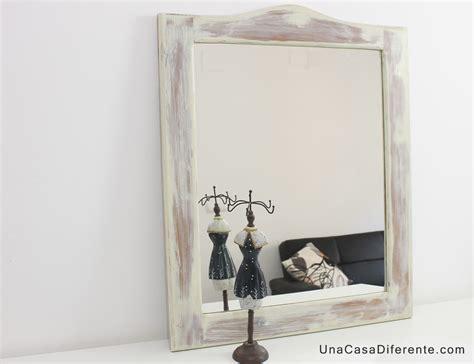 Pintar marco de madera con blanco envejecido - Una Casa ...