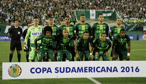 Plane Carrying Brazil's Chapecoense Soccer Team Crashes in ...