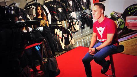 Pol Espargaró, con sus fans en el D-Store Motocard de ...