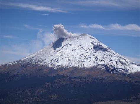 Popocatepetl Volcano - Picture of Iztaccihuatl and ...