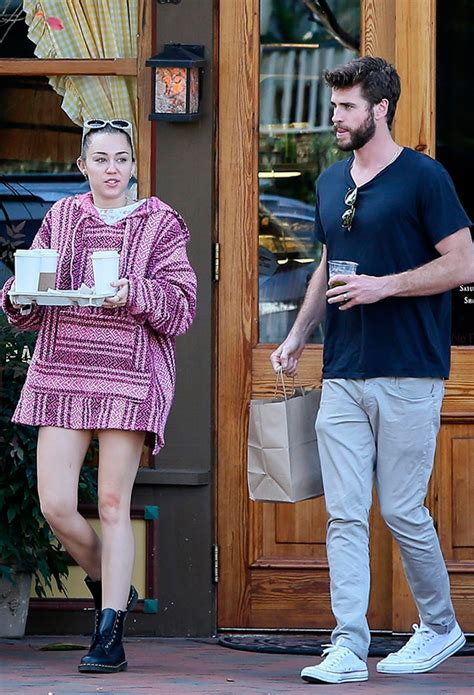 ¿Por qué Miley Cyrus y Liam Hemsworth llevan anillos de ...