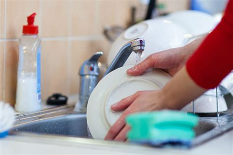 Por qué no se puede lavar los platos cuando estás de visita