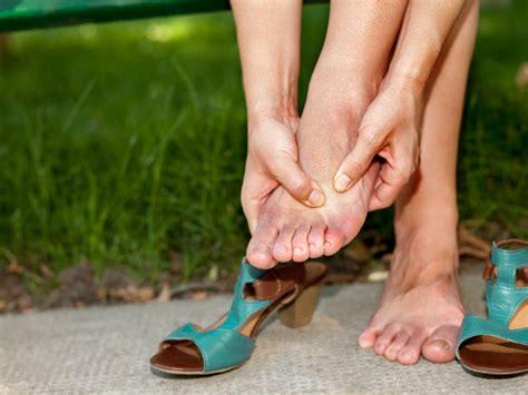 Por qué se hinchan los pies | Salud180