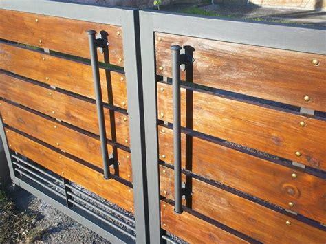 porton de hierro y madera   Buscar con Google | Cercos ...