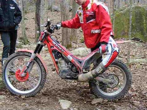 Position on Footpegs - Motorcycle trials - YouTube