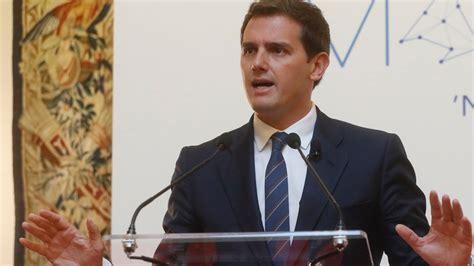 PP y Cs fuerzan la comparecencia de Sánchez sobre su tesis