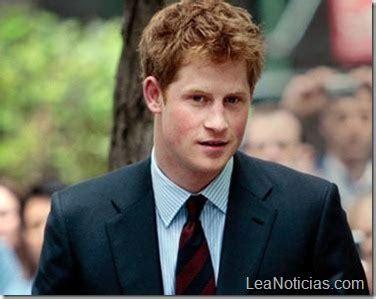 Príncipe Harry celebra sus 27 años en un campo de ...
