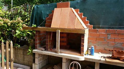 Proceso de construcción de una barbacoa de obra ...