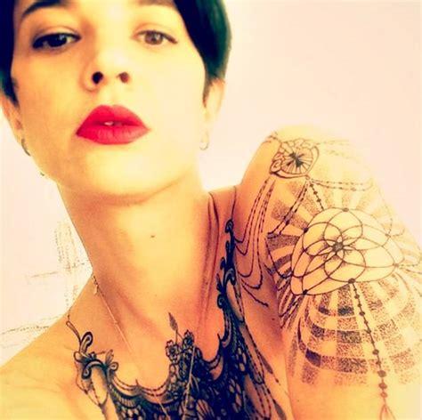 Prosegue la tattoo-mania di Asia Argento, l'attrice mostra ...