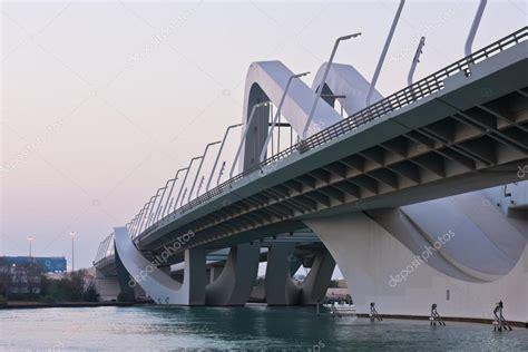 Puente de Sheikh Zayed, Abu Dabi, Emiratos Árabes Unidos ...