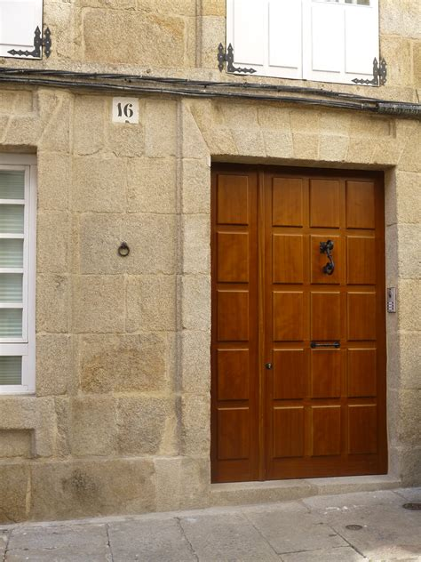 Puerta de entrada en madera | Puertas Coruña | Vetta Grupo ...