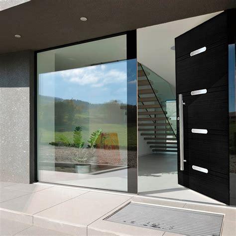 Puertas modernas de entrada en madera Modelo Granada
