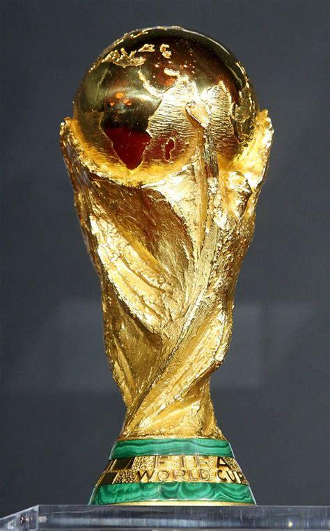 Puyol: Entregará la Copa del Mundo 2014 - Taringa!