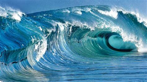 ¿Qué causa las mareas?