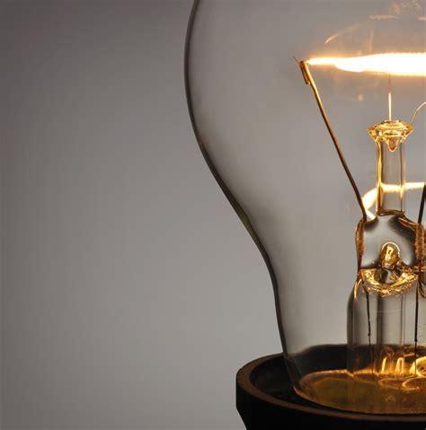 ¿Quién inventó la Bombilla Eléctrica?