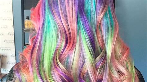 Quiso unirse a la moda de cabello de unicornio y todo ...