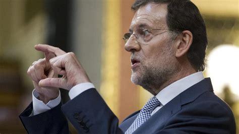 Rajoy baja sueldos, sube impuestos y anuncia recortes