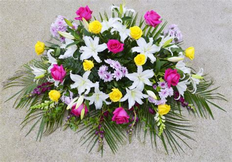 Ramos, centros y coronas de flores para difuntos al ...