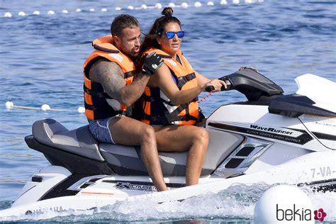 Raquel Bollo y Rafa Mora en moto de agua en Ibiza - Los ...