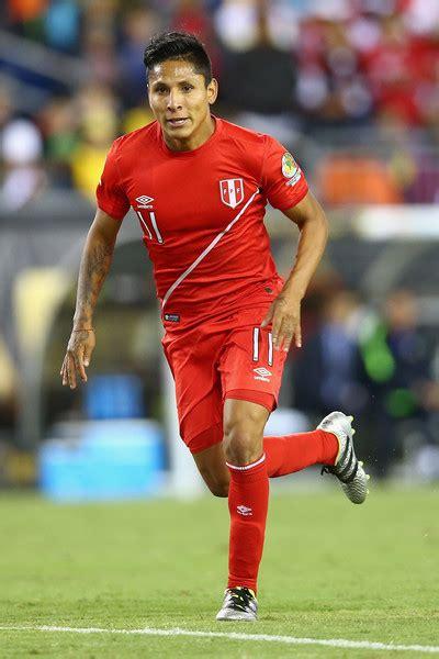 Raul Ruidiaz Photos Photos - Brazil v Peru: Group B - Copa ...