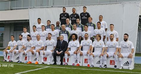 Real Madrid take new team photo   and it s an oddly ...