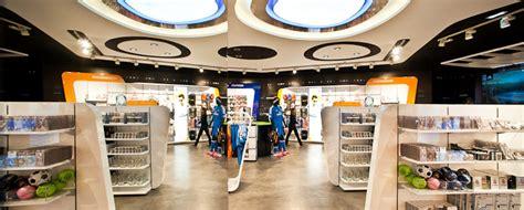 Real Madrid tienda oficial - Aeropuerto Madrid-Barajas ...