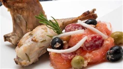 Receta de Conejo asado con ensalada ibicenca   Karlos ...