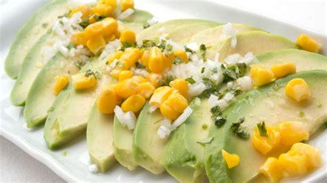 Receta de Ensalada de aguacate, maíz y cebolleta - Karlos ...