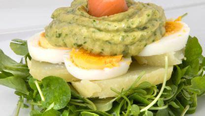 Receta de Ensalada de patata, aguacate y salmón ahumado ...