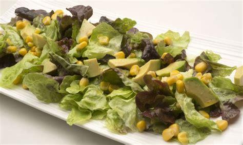 Receta de Ensalada de roble, aguacate y maíz - Karlos ...