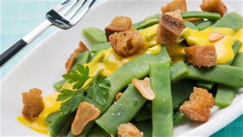 Receta de Judías verdes con pan frito y mahonesa de ...