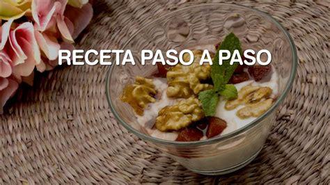 Receta de Peras al Oporto con yogur - Eva Arguiñano