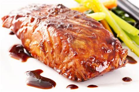 Receta de salmón al horno con salsa de soja   Unareceta.com