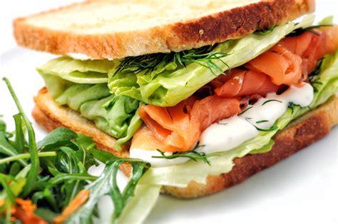 Receta de sándwich de salmón ahumado - Unareceta.com