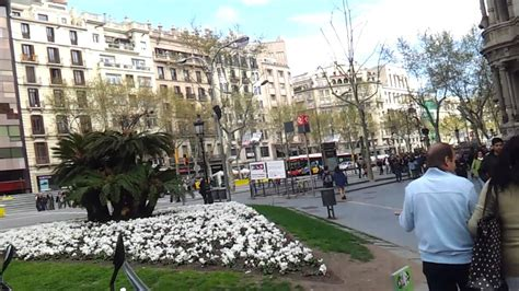 recorriendo calles de barcelona - YouTube