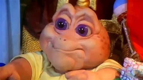 """¿Recuerdas a bebé Sinclair de """"Dinosaurios""""? Esta era la ..."""