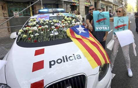 Referéndum Cataluña 1-O: Policías a pie de calle ante el ...