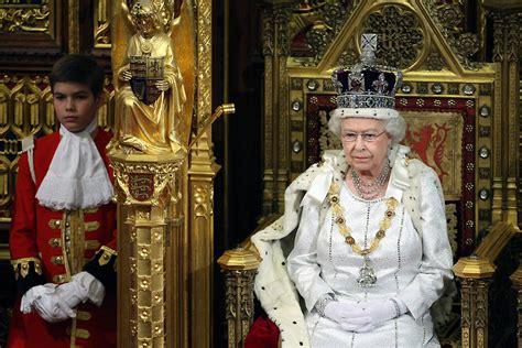 Reino Unido - Isabel II, la que más años ha reinado en el ...