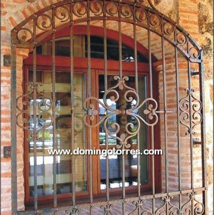 Rejas de hierro forjado de Bodegas Aresan de Villarrobledo ...