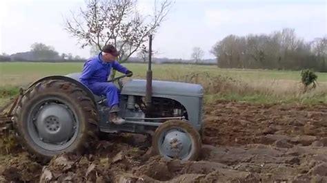 Restored Ferguson TE20 Ploughing a field. - YouTube
