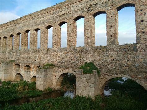 Restos romanos en el acueducto de San Lázaro de Mérida ...